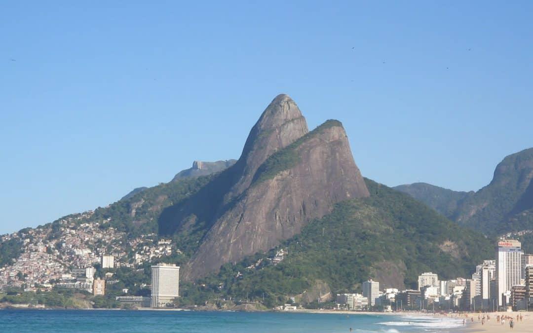 How to get up to Morro Dois Irmãos